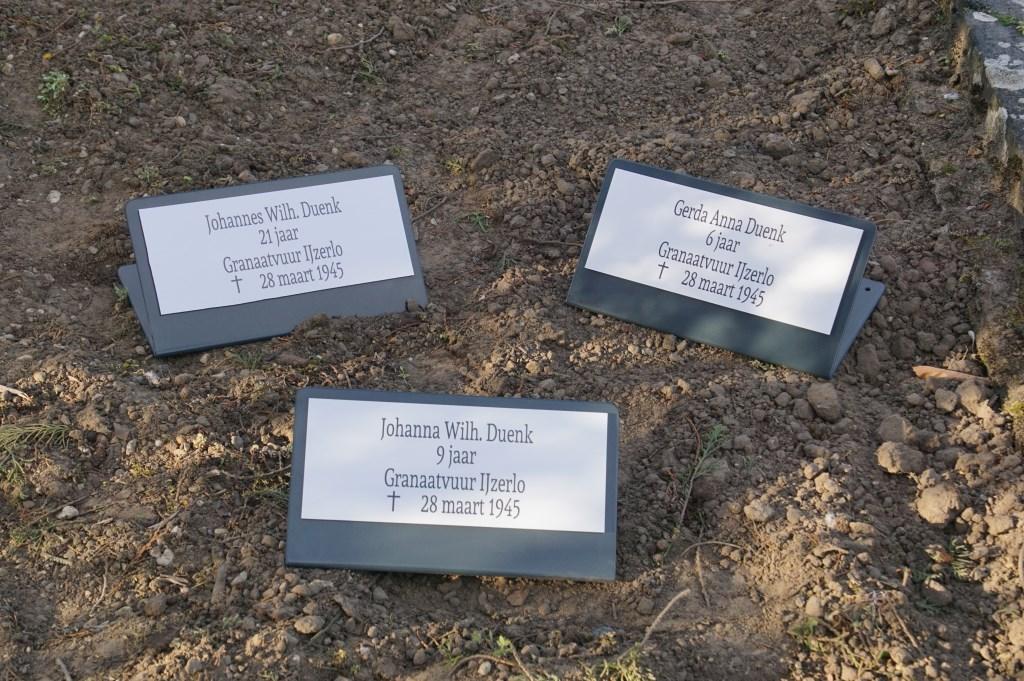 Gerda A. Duenk, 6; Johanna W. Duenk, 9; Johannes W. Duenk, 21, allen granaatvuur IJzerlo  © Achterhoek Nieuws b.v.
