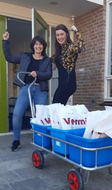 Huiswerkbezorging door leerkrachten van 't Bastion in Bredevoort. Foto: eigen foto)