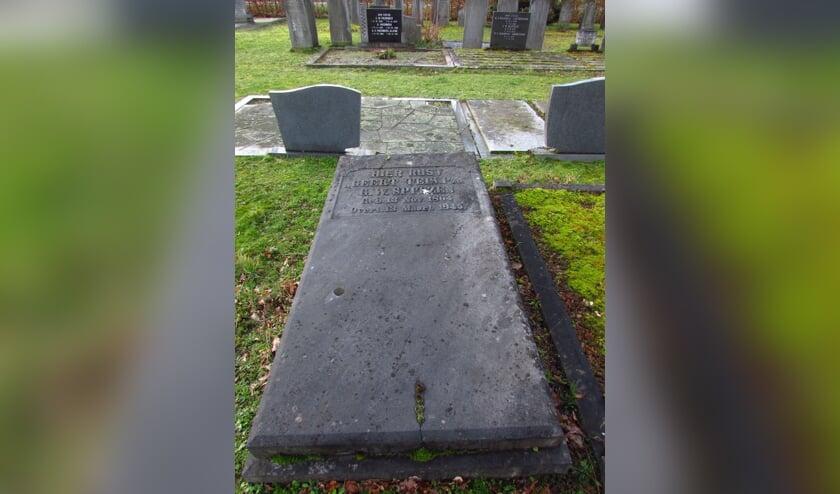 Het wat anonieme graf van Gerhard Willem Spitzen, alias Geert Teis. op de Algemene Begraafplaats in Ruurlo. Foto:: Historische Vereniging Old Reurle.