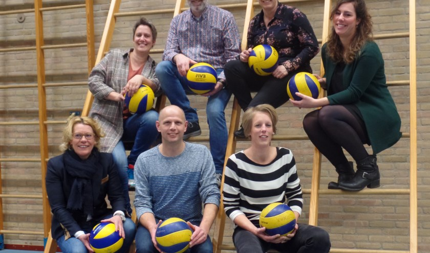 De jubileumcommissie van de 50-jarige volleybalvereniging Tornax. Foto: Jan Hendriksen.