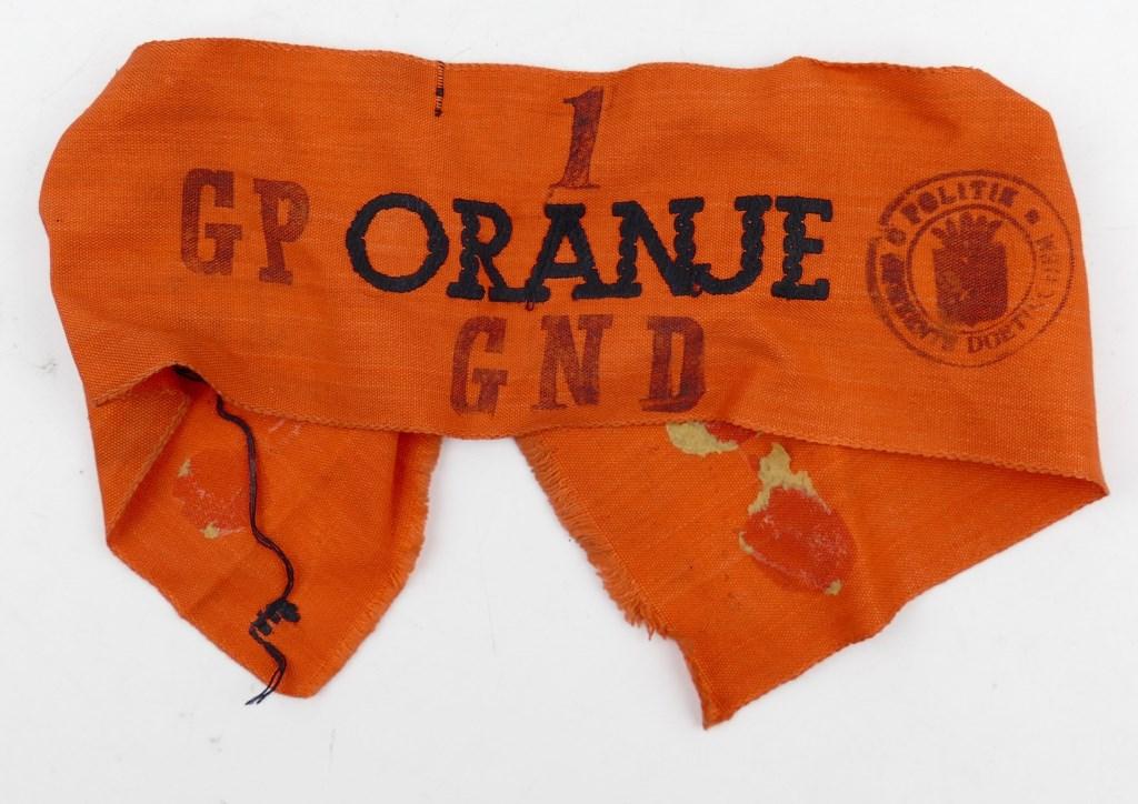 Oranje mouwband van het georganiseerde verzet uit Doetinchem.  © Achterhoek Nieuws b.v.