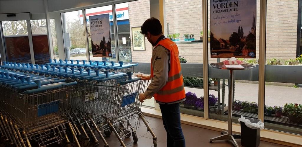 Zowel bij Albert Heijn als Coop worden de winkelwagens steeds gereinigd. Foto: Albert Heijn Vorden.   © Achterhoek Nieuws b.v.