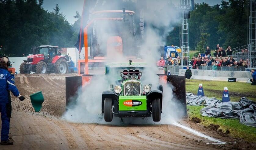 Jaarlijks komen velen om de machines te bewonderen en het motorgeweld van duizenden PK's te beleven. Foto: Tractorpulling Lochem (STPL)