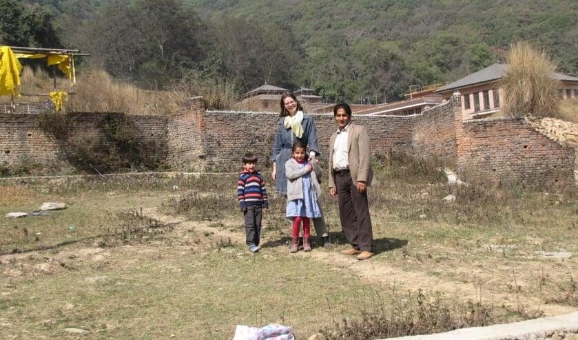 Ilse Bennink met haar Nepalese man Shiva Sapkota en hun twee kinderen. Foto: PR.
