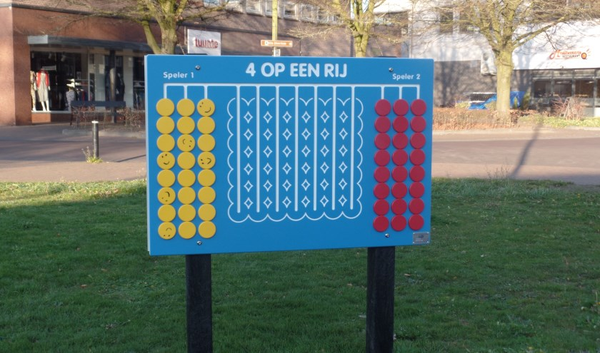 Het vier-op-een-rij-spel staat tegenover Telego aan de Kerkstraat. Foto: Jan Hendriksen.