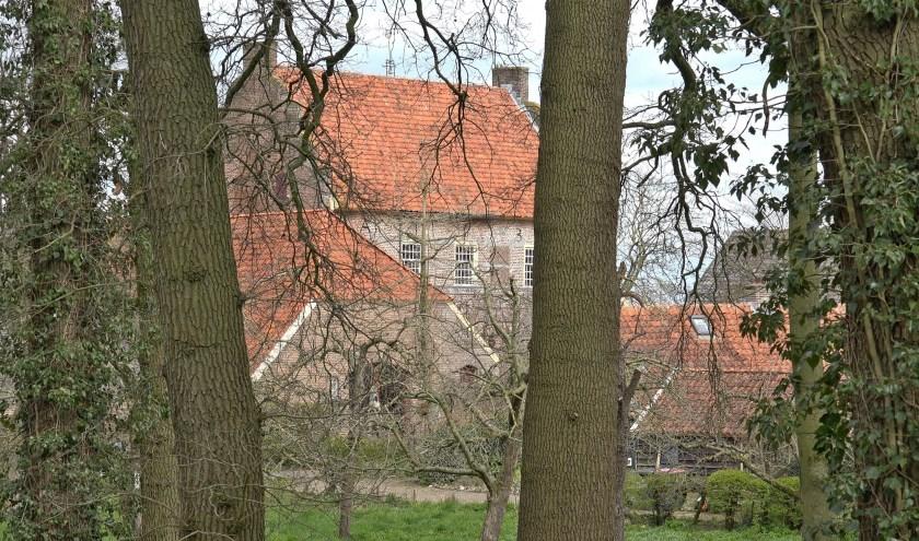 Vanaf de kasteelheuvel in Bronkhorst is het Hoge Huis te zien. Foto: Han van der Lans