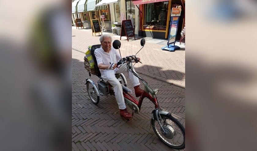 Herman Grijff op de fiets in Zutphen. Eigen foto