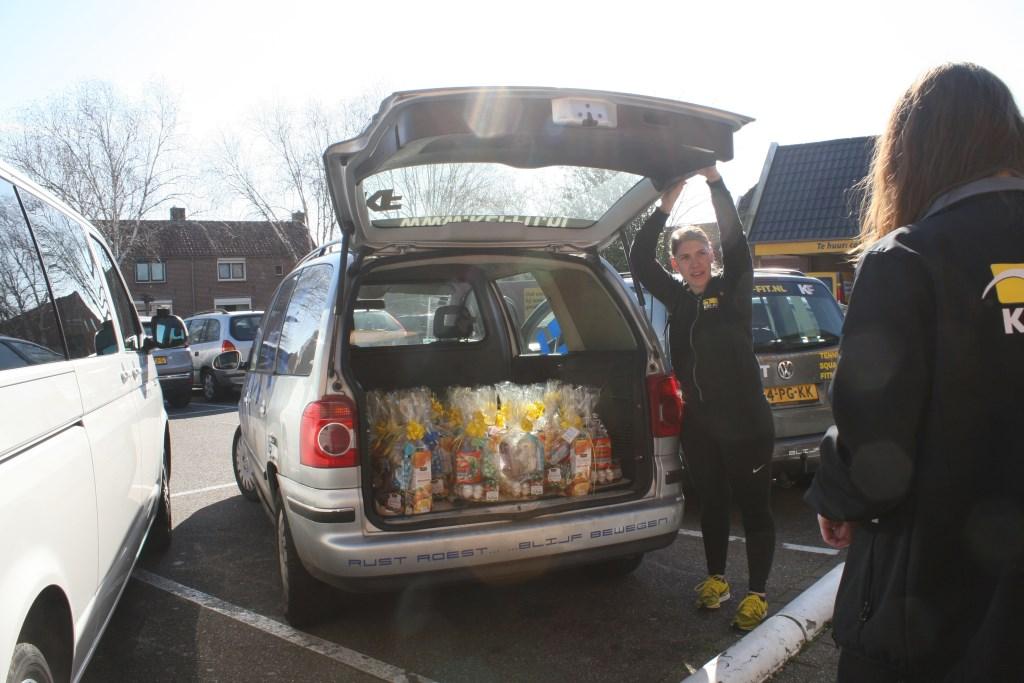 Auto van Keifit vol met paasgeschenken  © Achterhoek Nieuws b.v.