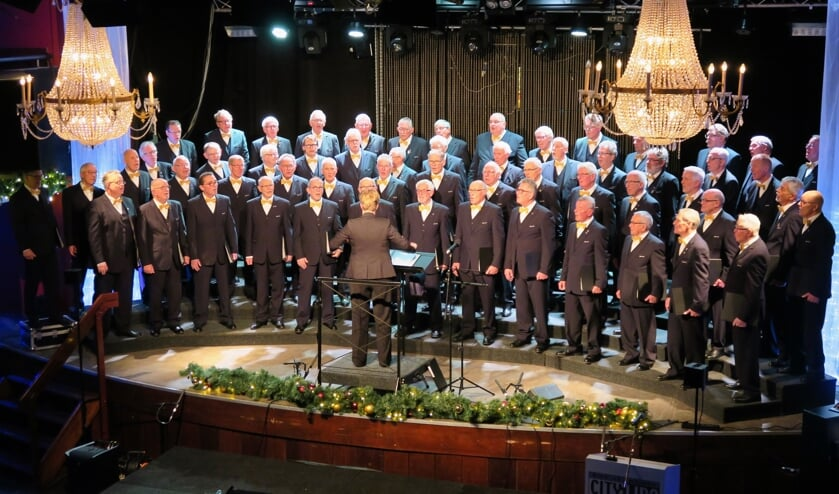Mannenzangvereniging Inter Nos uit Groenlo tijdens een uitviering in de concertzaal van City Lido. Foto: Theo Huijskes
