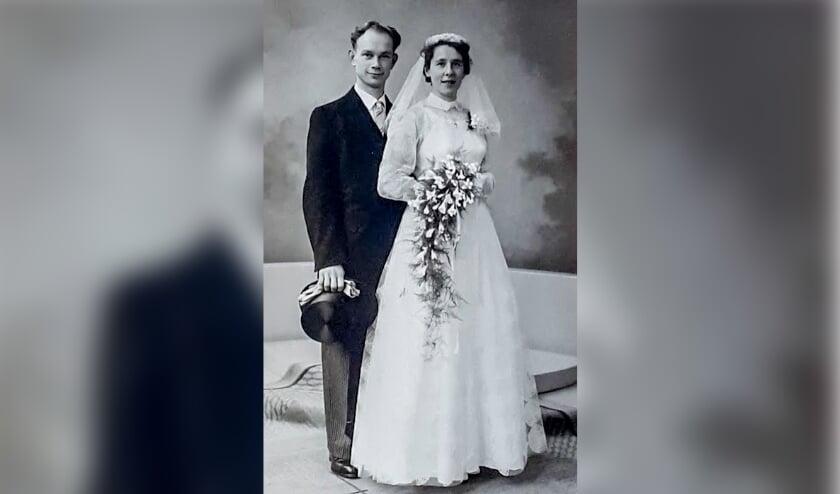 De trouwfoto van Piet Fontein en An Gerritsen. Foto van foto: Erna Bosch