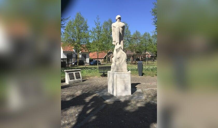 <p>Herdenkingsmonument en Joods en Nederlands-Indië Monument, hoek Ruurloseweg – Hengeloseweg in Zelhem. Foto: Mirjam Rensink</p>