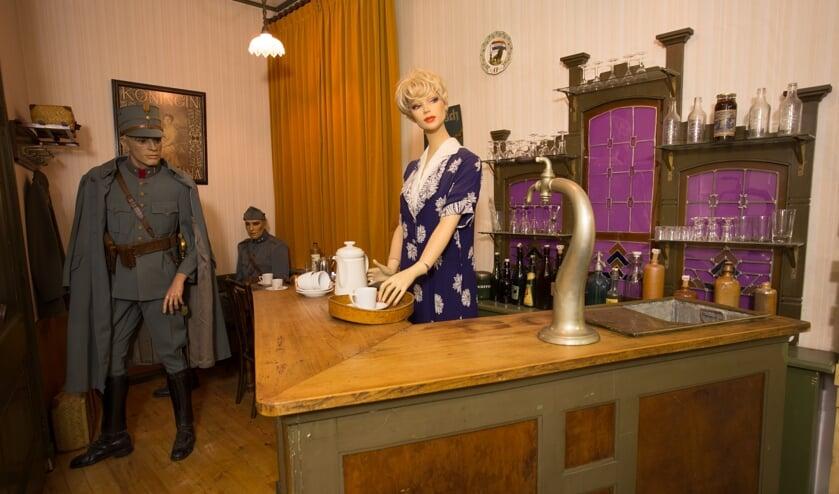 Het mobilisatiecafé in 1939-1940 waar de inventaris van café Hesselink uit Hengelo Gld. voor is gebruikt. Foto's: PR