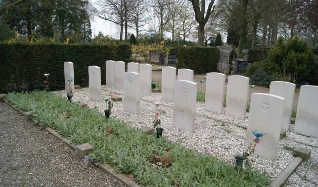Enkele gemarkeerde graven. Foto: Eva Schipper  © Achterhoek Nieuws b.v.