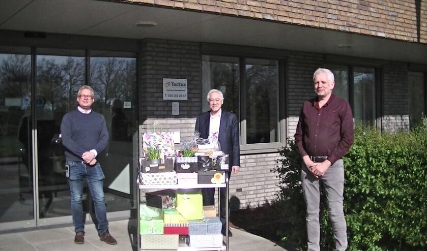 V.l.n.r.: Gerrit Kroes, manager Tactus intensieve behandelkliniek, Frans Que, psychiater Tactus intensieve behandelkliniek en Hans Haarsma van de kerkelijke gemeenschap Het Lichtpunt en De Bron. Foto: PR
