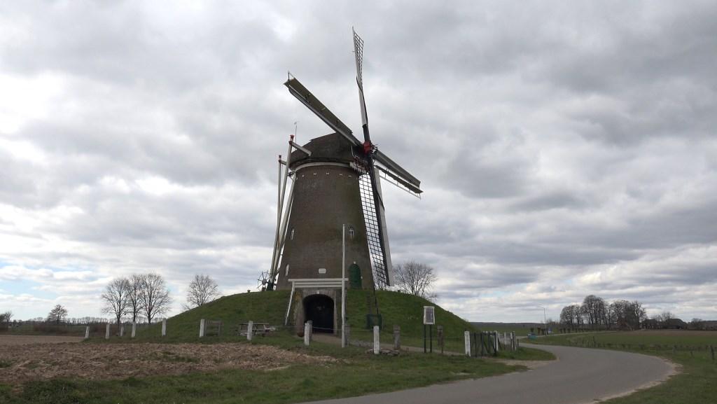 De Bronkhorster Molen zal tijdens Monumentendag draaien bij voldoende wind. Foto: Han van der Lans  © Achterhoek Nieuws b.v.
