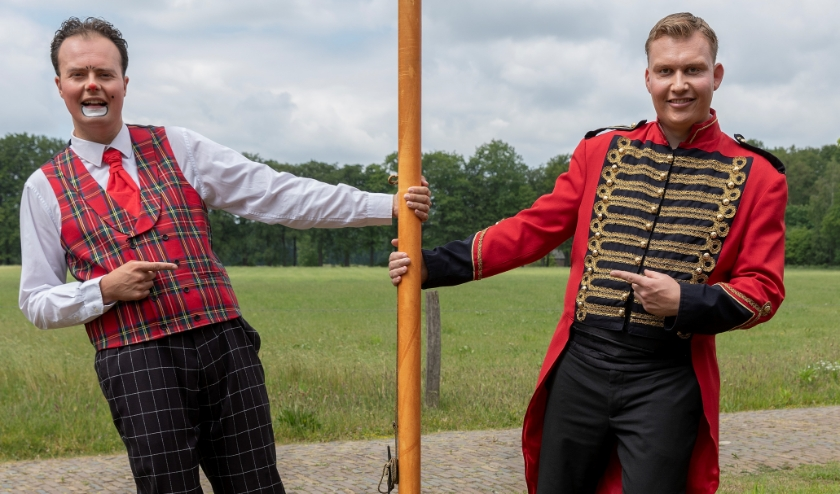 Lennart Schoppers (l.) en Yoshi Berends van Circus Lorelly. Foto: Peter Walhof