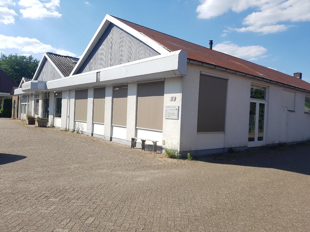Voor het terrein van de voormalige GMI aan de Marhulzenweg in Groenlo is een plan voor 10 twee-onder-één kap woningen op het achterterrein en 1 vrijstaande woning. Foto: Kyra Broshuis foto: Kyra Broshuis © Achterhoek Nieuws b.v.