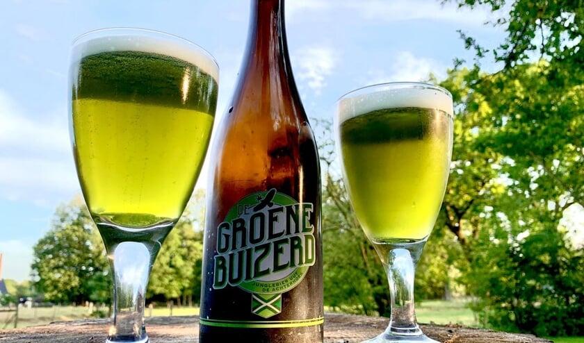 Met tegenlicht krijgt het een groene kleur die heel bijzonder is. Dat heeft mede bijgedragen aan de naam 'De Groene Buizerd' en aan de term 'Achterhoeks Junglebier'. Foto: PR