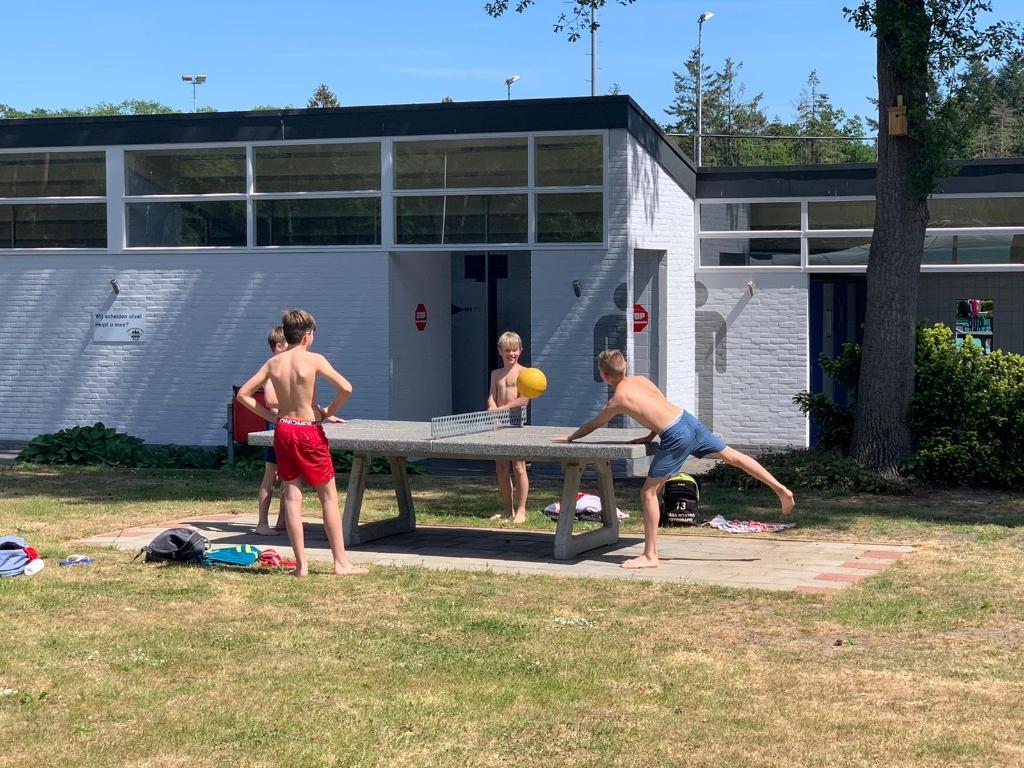 Naast zwemmen kun je ook tafeltennissen bij In de Dennen  Foto: In de Dennen   © Achterhoek Nieuws b.v.