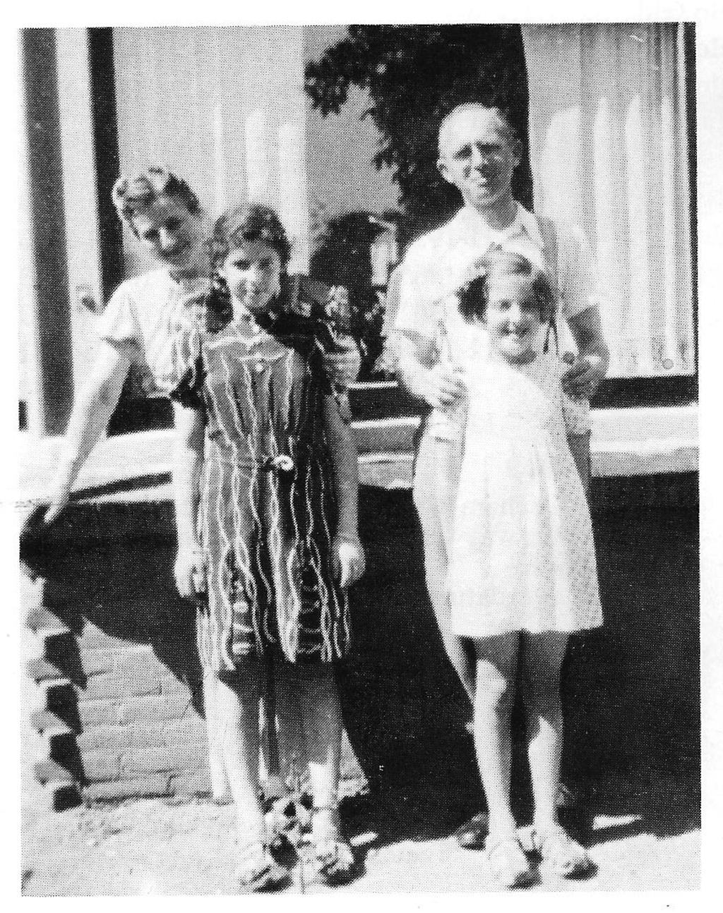 Fam. Löwenhardt na de oorlog herenigd. Foto: Archief Willy Hermans  © Achterhoek Nieuws b.v.