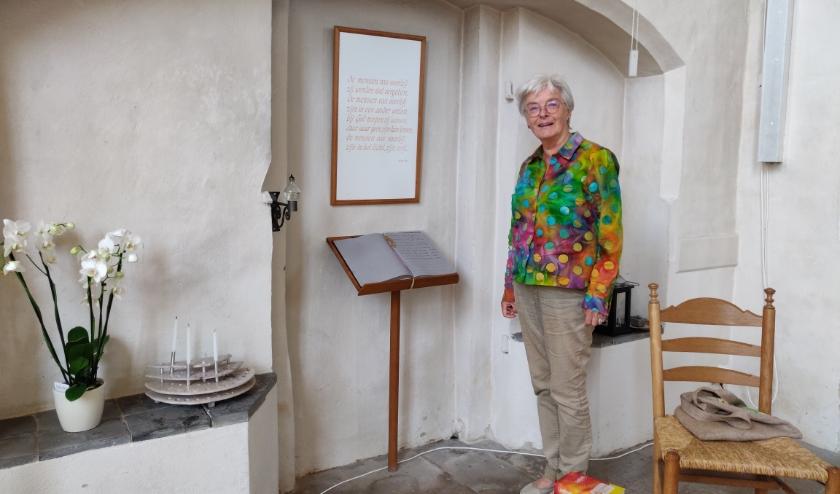 Janny ten Berge in de gedenkhoek van de Oude Mattheüs. Foto: Rob Stevens