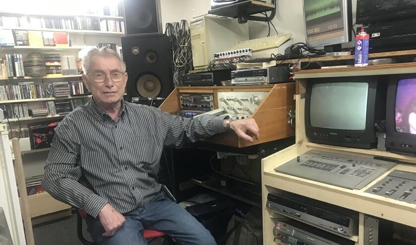 Joop Papen in zijn studio in Zieuwent.