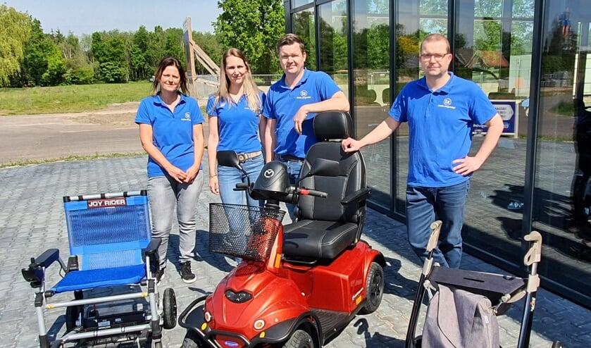 Van rechts naar links Arno en Wilbert van der Mast, Lotte en Kirsten van de Totale Zorgwinkel. Foto: Rob Weeber