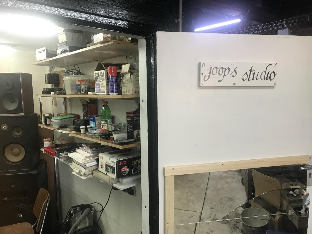 De binnenkant van de studiodeur van Joost Papen. Foto: Barbara Pavinati © Achterhoek Nieuws b.v.