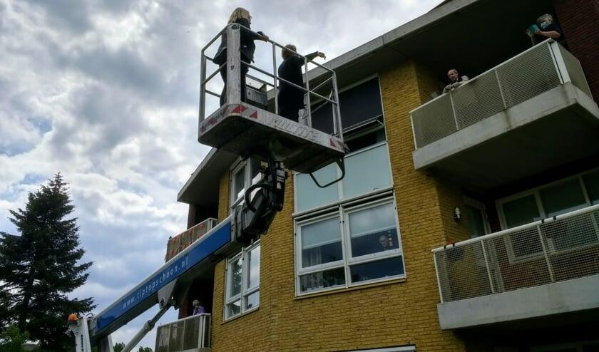 Balkoncontact bij De Berkhof. Foto: Tineke Flipse