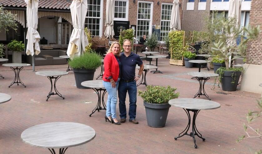 Anneke en Dirk Jan Scholten zijn er klaar voor om hun gasten na weken afwezigheid te mogen begroeten. Foto: Arjen Dieperink