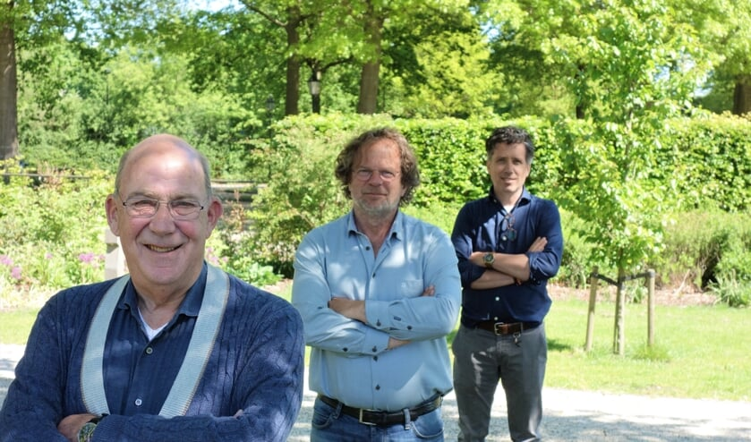 Vooraan Anjo Joldersma, midden Jan Bart Wilschut en achteraan Hendrik-Jan Mensink, in corona-opstelling. Foto: Clemens Bielen