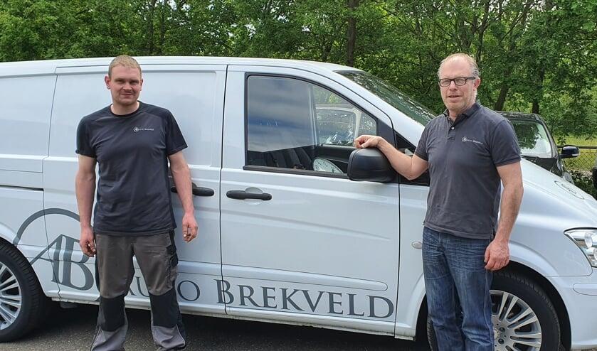 Eigenaar Carlo Brekveld (rechts) en medewerker Arrold Oosterink. Foto: Rob Weeber