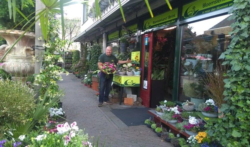 Jan-Willem Elbrink bij de winkel in Vorden. Foto: PR