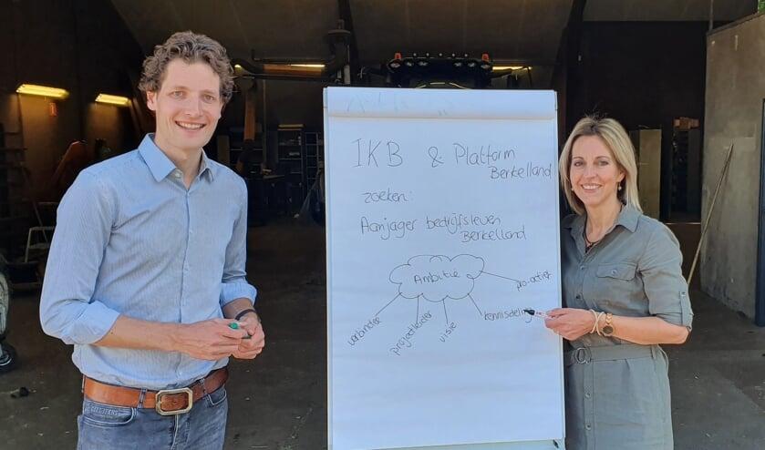 Tom Krajenbrink en Erna Koeslag zijn op zoek naar 'het schaap met de vijf poten'. Foto: PR