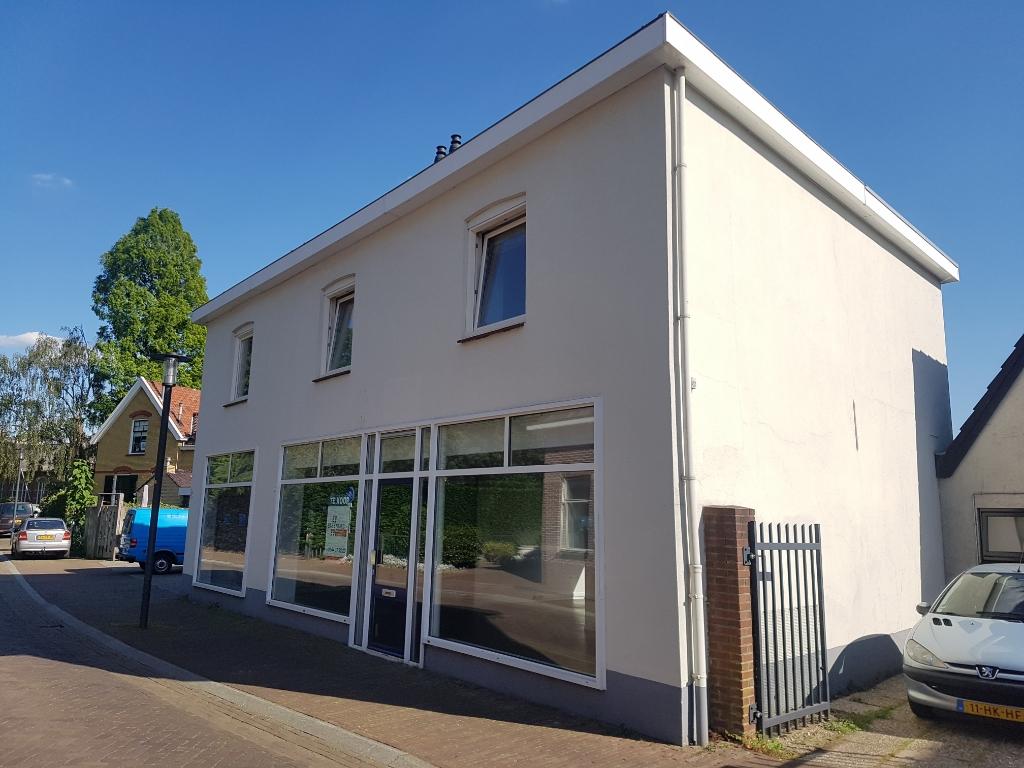Dit pand aan de Rentenierstraat in Lichtenvoorde zou twee nieuwe appartementen op de begane grond kunnen opleveren.  Foto: Kyra Broshuis © Achterhoek Nieuws b.v.