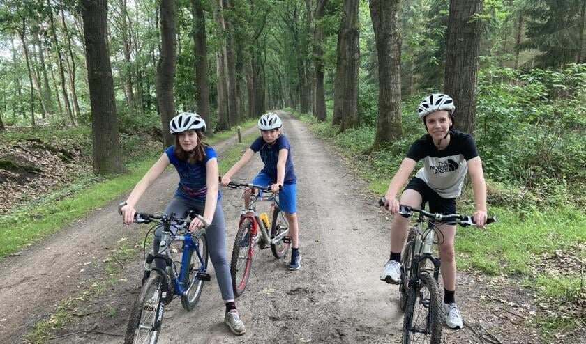 Enkele leerlingen, die zich graag en enthousiast uitleven op de mountainbikes. Foto: PR