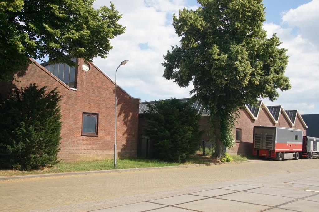 Het terrein van de Metaalgaasweverij, gezien vanaf de Weversstraat. Foto: Frank Vinkenvleugel  © Achterhoek Nieuws b.v.