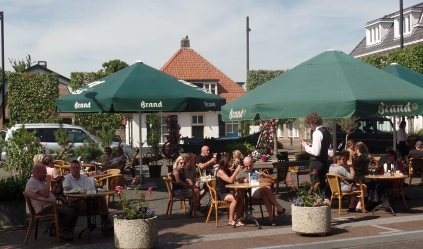 Hotel Bakker had een nieuw terras op de parkeerplaats ingericht. Foto: Jan Hendriksen