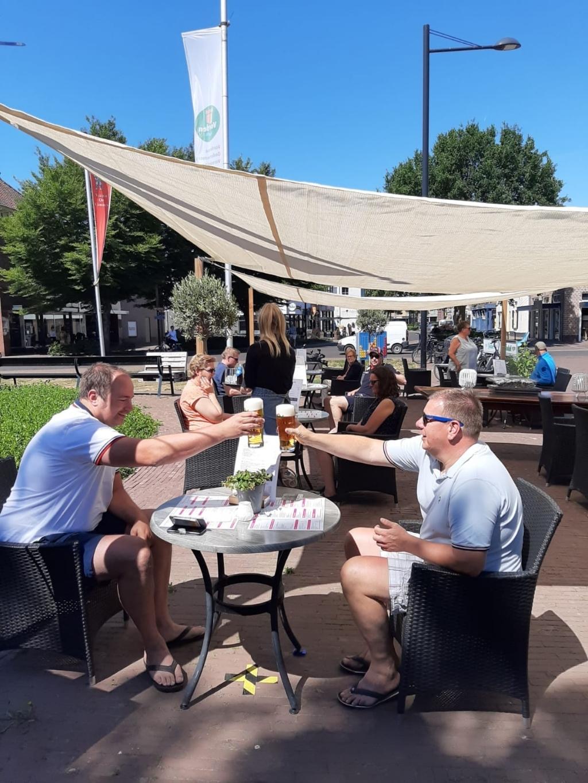 Bij Grand Bistro de Rotonde kon men maandag 1 juni om 12.00 uur stipt de eerste gasten weer verwelkomen. Foto: Bij Grand Bistro de Rotonde  © Achterhoek Nieuws b.v.