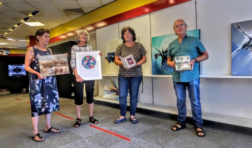 Het kunstenaarsviertal met v.l.n.r. Marij Schrijen, Ludewien Zweers, Jacqueline de la Rie en Ewout van Roon. Foto: Luuk Stam