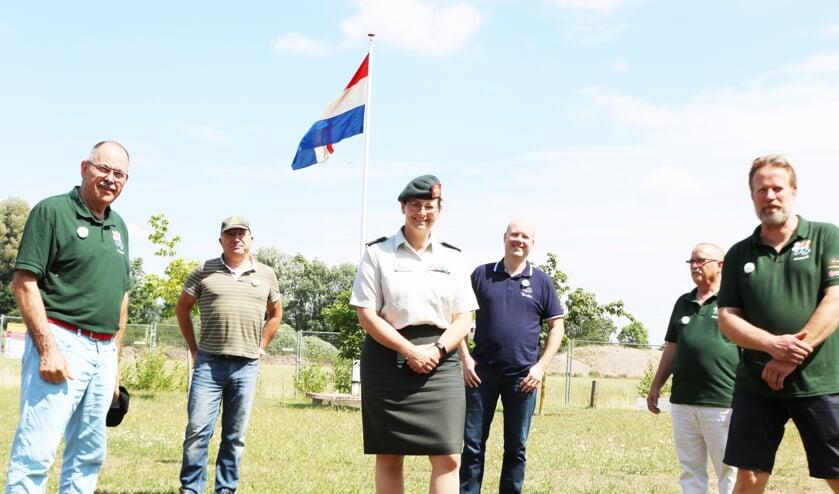 De veteranen waardeerden het bezoek van kolonel Nicole de Wolf (midden). Foto: Arjen Dieperink