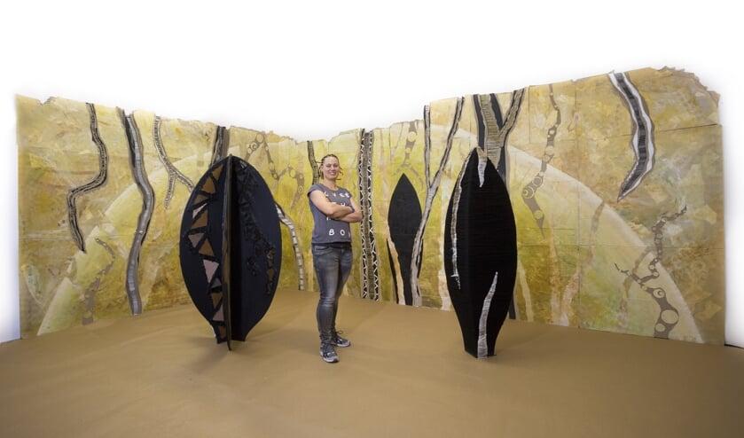 Rowena Peters bij haar afstudeerwerk: de installatie Post-Antropoceen. Foto: Daan Noordhuizen Fotografie