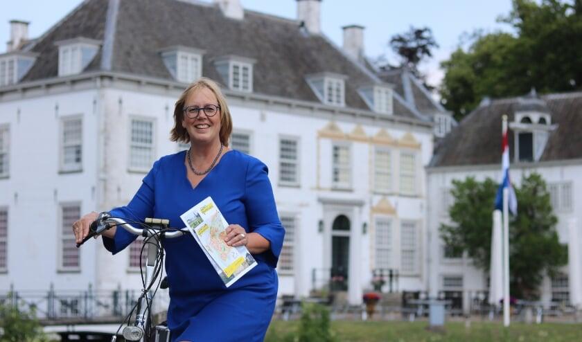 Voorzitter Ineke Hissink op de fiets. Foto: Caroline Hissink