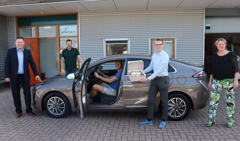 V.l.n.r.: Marcel Klomps (verkoopleider Herwers Doetinchem), Wijnand Geerdink, Jos Gelling, Gerben Siebers (Herwers Lease) en Annemarie v/d Bend (Herwers Lease). Foto: PR