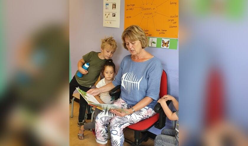 Juf Carla gaat de kinderen, de collega's en het lesgeven erg missen. Foto: PR