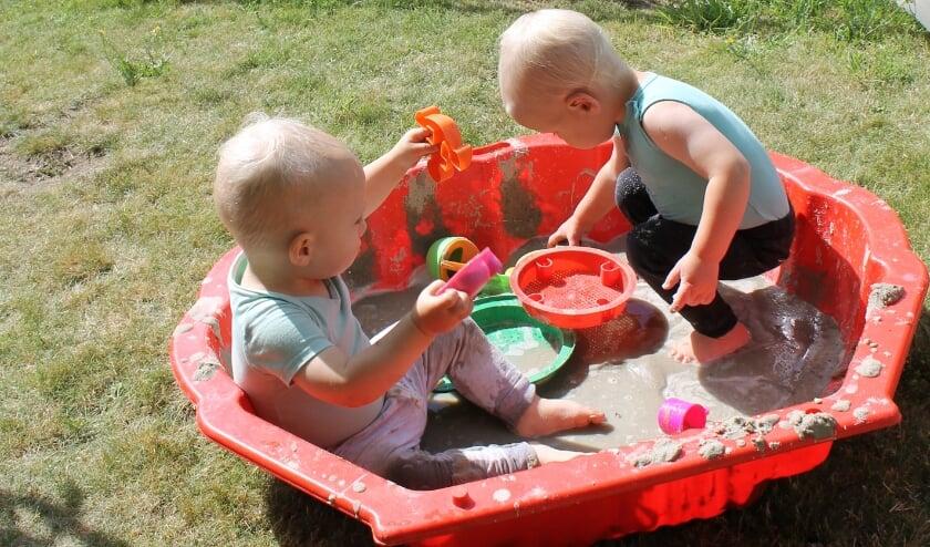 De kleintjes konden in een modderbadje zitten. Foto: PR