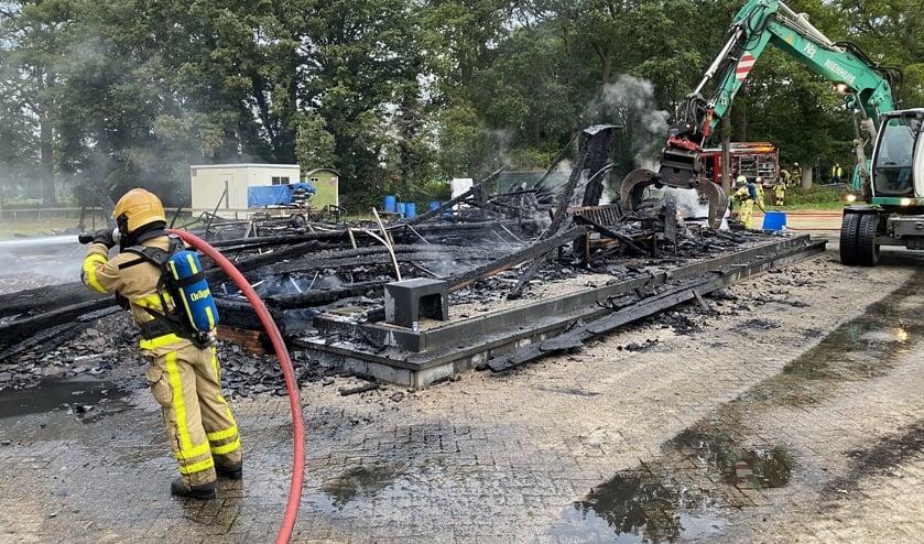 Het clubgebouw werd totaal vernietigd door de brand. Foto: Philip Stein