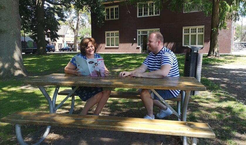 Irma Harmsen en Michiel Wopereis van Brede School Lochem. Foto: Henri Bruntink
