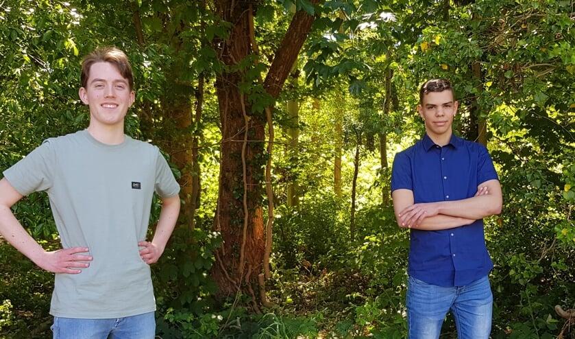 Roy Korthout (links) en Liron Brundel zijn blij met de nominatie van hun profielwerkstuk. Foto: Han van de Laar