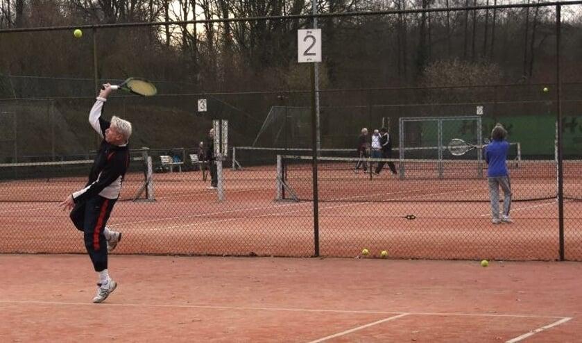 Tennissen aan de Loolaan in Ruurlo. Foto: PR.